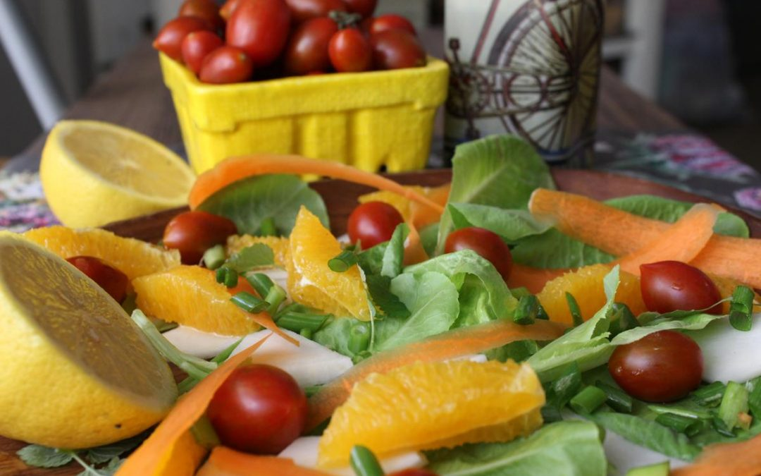 Kohlrabi carrot salad