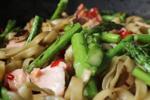 fetuccinne-salmon-asparagus-pasta