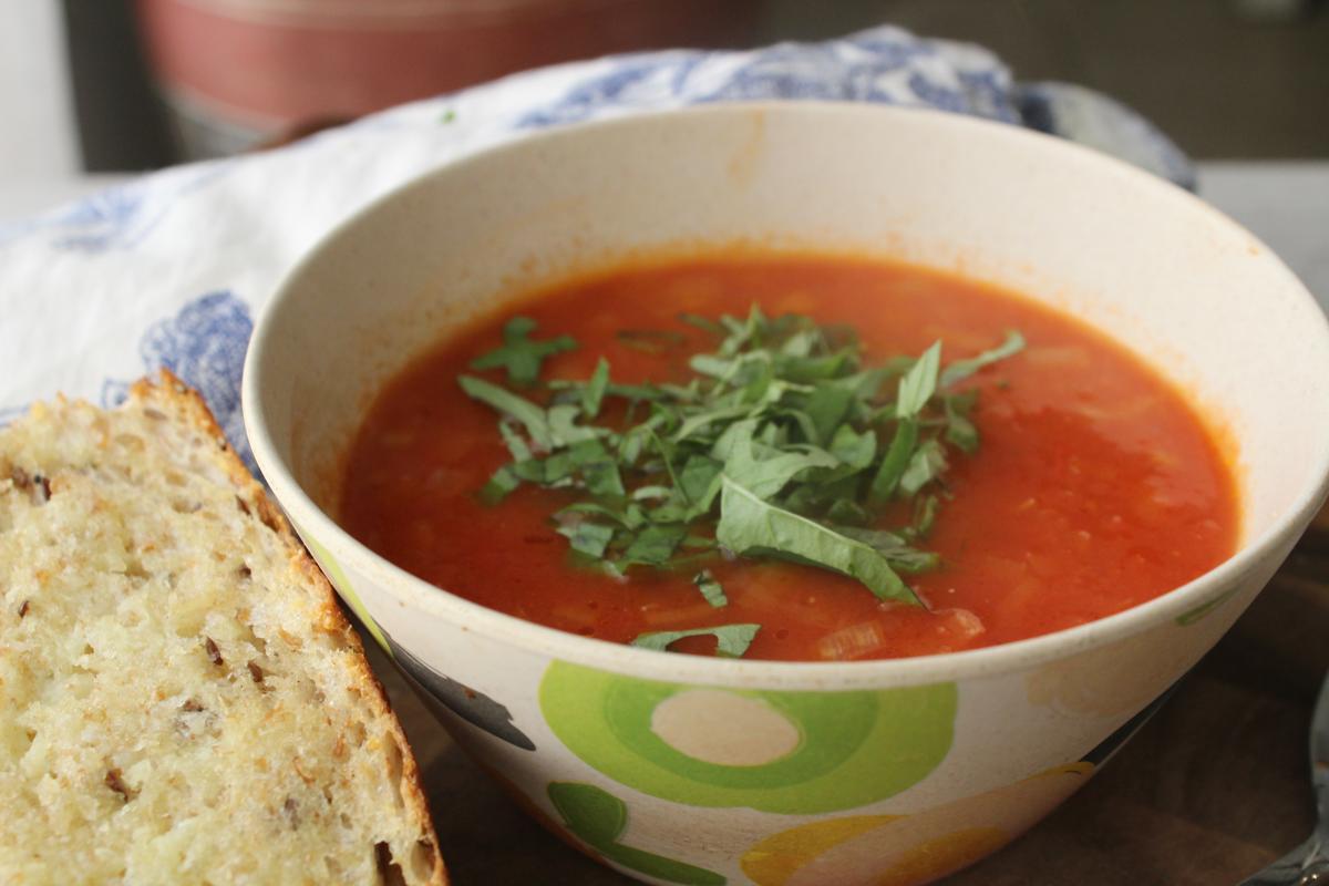 tomato-soup-garlic-bread