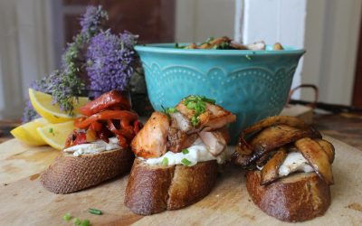 Crostinis, toppings and kale salad