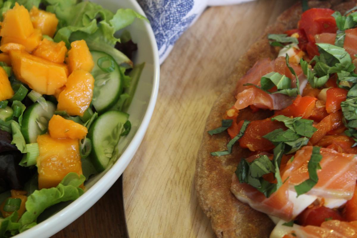 halloumi-pizza-whole-wheat-and-papaya-salad