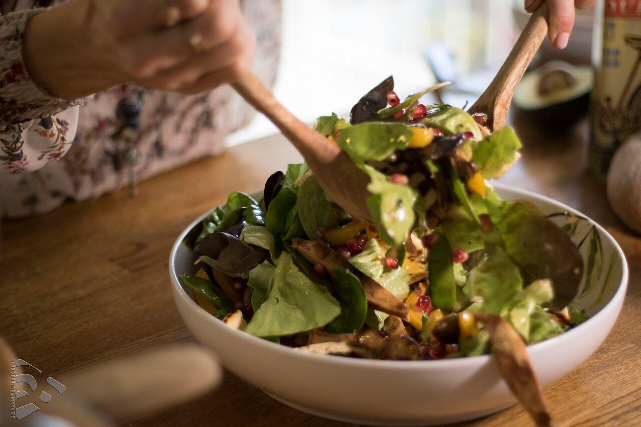 king-oyster-mushroom-halloumi-salad