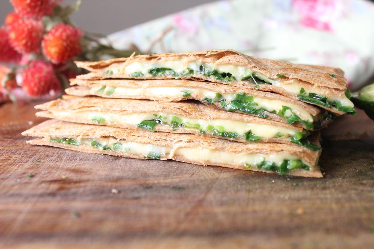 casadilla-fresh-herbs-cheese