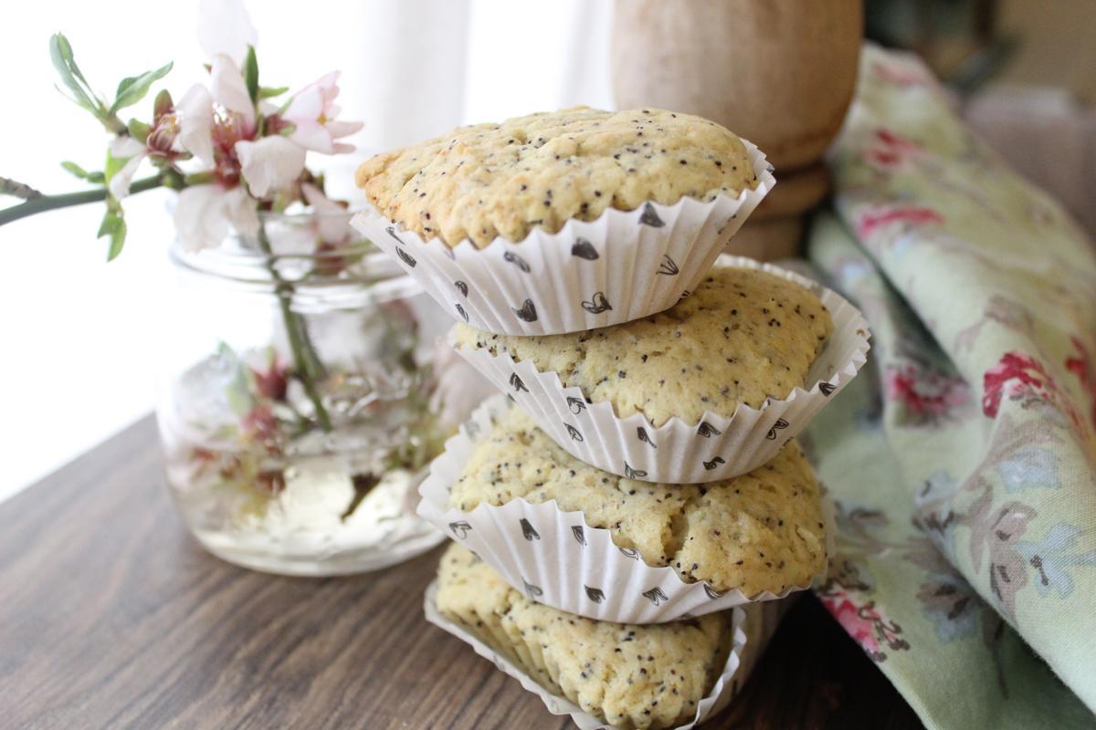 lemon-poppy-muffins
