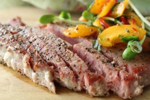Tuna steaks with fresh apricot topping